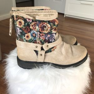 Roxy boots, tan and floral, size 9